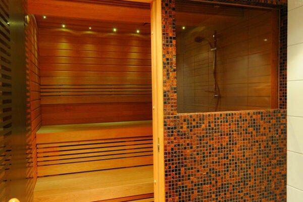 Uusi valmis kylpyhuoneremontti Turussa.